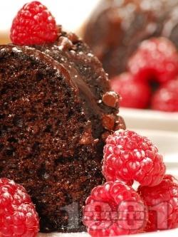 Лесен какаов кекс с кафе, кисело мляко, малини и шоколадова глазура - снимка на рецептата